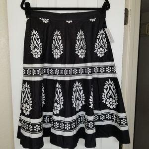 NWT! Black & White circle skirt, sz L, Studio West